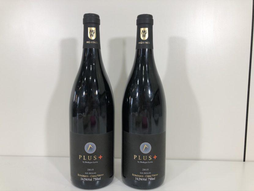 Dos botellas de vino Lavia plus