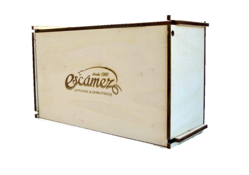 """Caja de madera tallada """"Escámez"""" jamones y embutidos."""